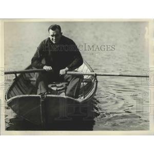 1929 Press Photo Armand Emanuel Jewish Heavyweight rowing a boat at Westlake