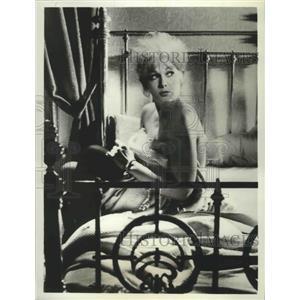 1967 Press Photo Of Human Bondage starring Kim Novak - lfx04406