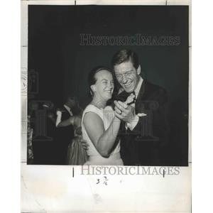 1962 Press Photo Actor Dick Van Dyke & wife Marjorie at a Hollywood daance