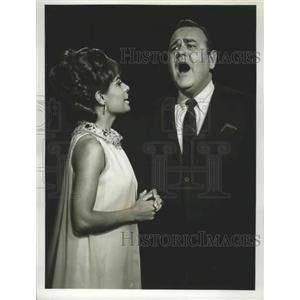 1966 Press Photo Jonathan Winters Show with guest singer Barbara McNair