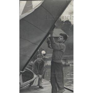 1940 Press Photo Sailors Daily News Regatta Navy Pier