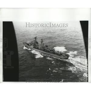 1970 Press Photo Dutch Navy Plane Swoops Low to Photograph Russian Kotlin-Class