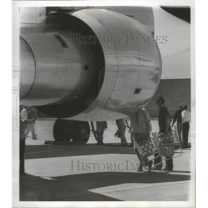 1976 Press Photo People check out aircraft at Fairchild Air Force base.