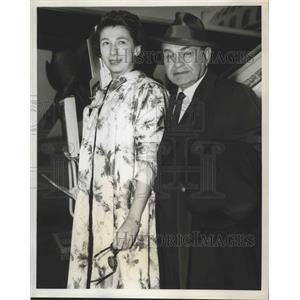1959 Press Photo Actor Edward G Robinson & wife arrive in the US - lfx04885