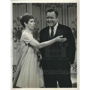 1967 Press Photo Jonathan Winters Show with guest star Carol Burnett - lfx04984