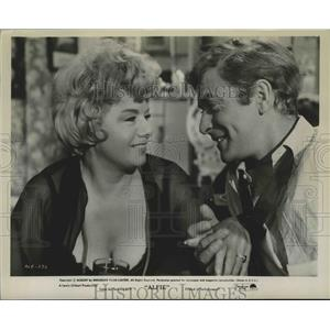"""1965 Press Photo Shirley Winters and Michael Caine in the film """"Alfie"""""""