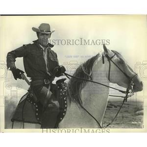 "1964 Press Photo Steve Rowland in the film ""Gunfighters of Casa Grande"""