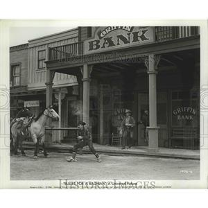 """1964 Press Photo bank robbery scene from """"Bullet For A Badman"""" - lfx05304"""
