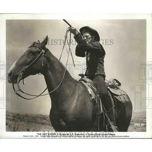 "1961 Press Photo gunslinger Kirk Douglas takes aim in ""The Last Sunset"""