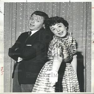 1958 Press Photo Mr. & Mrs.Steve Lawrence Stage Perform - RRY10047