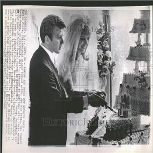 1966 Press Photo Fabian Forte bride Kathy Regan