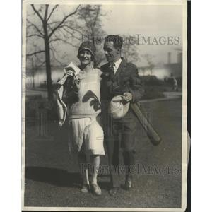 1927 Press Photo Mr & Mrs Chick Miller at golf in Chicago tournament - nes53618