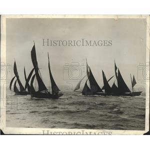 1929 Press Photo Port of Brixhom Torboy Royal Regatta Trawlers Race - ney26372
