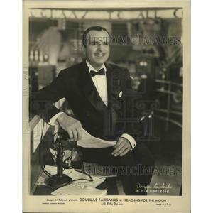 "Undated Press Photo Douglas Fairbanks stars in ""Reaching for Moon"" - sbz00624"
