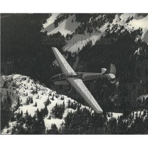 Press Photo N50893 Plane over Mount Rainier, Washington - ftx01683