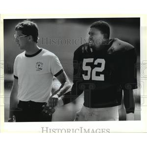 1988 Press Photo New Orleans Saints' Staff and Player at Training Camp