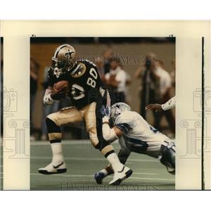 1988 Press Photo New Orleans Saints-Saints Brett Perriman tries to shake loose.