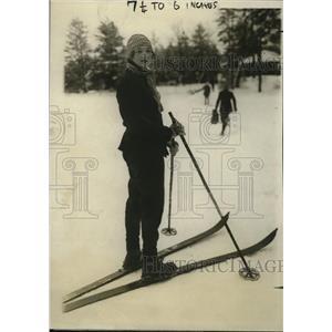 1927 Press Photo Mrs Winslow Lovejoy of New Haven CT skis at Lake Placid NY