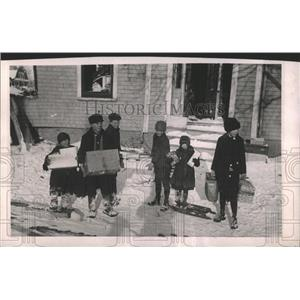 1917 Press Photo child refugees food Relief Committee