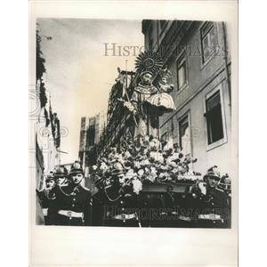 1965 Press Photo Firemen parades in Portugal