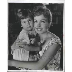 1955 Press Photo Actress Jeanne Crain with Daughter Jeanine - ftx02484