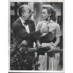 """1957 Press Photo Actors Ed Wynn, Kathleen Crowley in """"The Great American Hoax"""""""