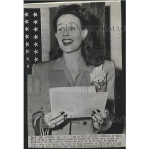 1952 Press Photo Actress Wendy Barrie Becomes American Citizen - ftx02504