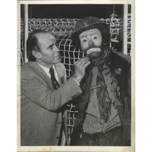 "1955 Press Photo Actors Emmett Kelly, Henry Fonda for ""Clown"" - ftx02848"