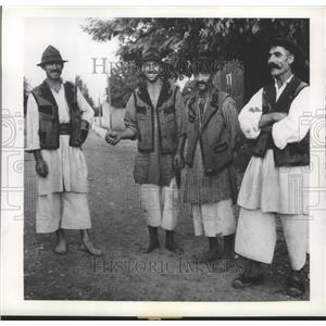 1944 Press Photo Romanian Peasants - ftx02127