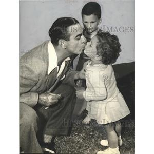 Press Photo Actor Eddie Cantor & two small children  - sbx01449