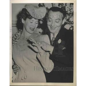 1944 Press Photo comedian Phil Baker and dancer Irmgard Erik wed - sbx01628