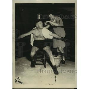 1929 Press Photo Mrs Freeman Pepper & boxer husband train for Mickey Taylor bout