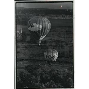 1977 Press Photo Richard Gnant & Robert Riemer Pilot Ballons in Waukesha County