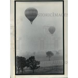 1974 Press Photo Hot air balloons in the Lake Geneva Balloon Rally - mja59936