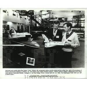 1984 Press Photo Astronaut and Model-Plane Filer Robert Gibson in Reston, Va