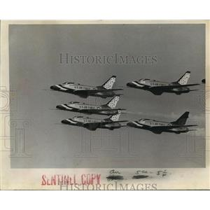 1966 Press Photo Air Force Thunderbirds over Mitchell Field for Air Show