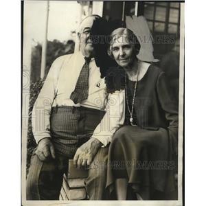 1931 Press Photo Mr. & Mrs. John P. Jones await word on their son Harold's plane