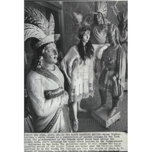 1948 Press Photo Actress Norma Bigtree standing next to Wooden Indian Statues.