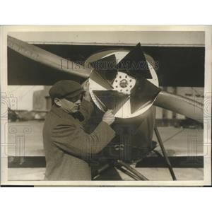 1931 Press Photo W. Parker Perry Came to Roosevelt Field Long Island as Inventor