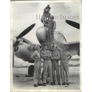 1945 Press Photo 7th AAF Lighting Pilots in front of First Reconnaissance Planes