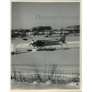 1984 Press Photo Float Plane in Snow Near Verona, Wisconsin - mja63717