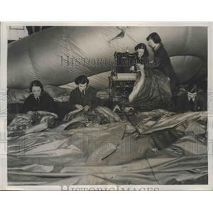 1941 Press Photo Women's Auxiliary Air Force work at damages Britain Balloons