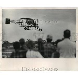 1969 Press Photo Curtis Pusher, 60, flies plane at Oshkosh during ceremony.