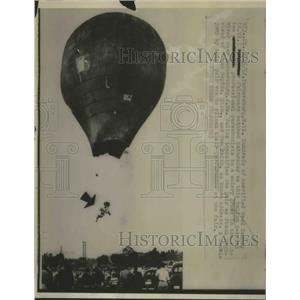 1952 Press Photo Balloons carried two Ballonist drop to a watery grave in Ohio