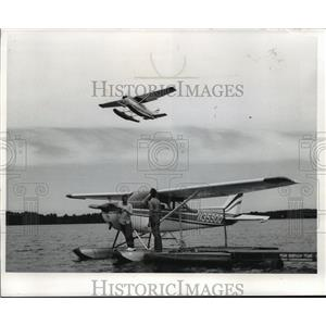 1973 Press Photo Flight Instructor, Merle Patnode Checking Prop of Floatplane