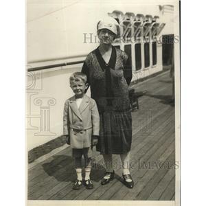 1930 Press Photo Mrs E.C.Chamberlain & Grandson Bobby Moffitt on S.S. Leviathan