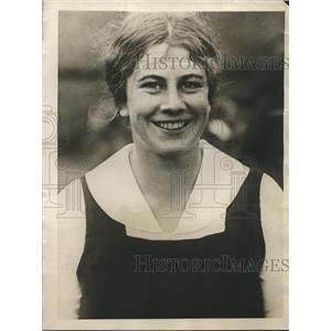 1925 Press Photo Dorothy Lee, captain of Bryn Mawr College girls hockey team