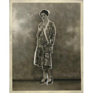 1927 Press Photo Thunder & Lightening Patterned Sateen Women's Outfit